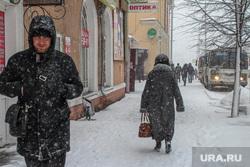 Снег в городе. Курган., прохожие, снег в городе, снегопад