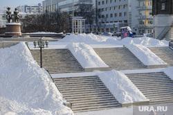 Зимний Екатеринбург, лестница, площадь труда, исторический сквер, зима, сугроб, памятник татищеву и де геннину, снег в городе