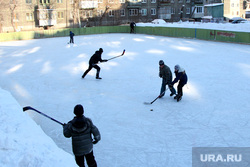 Город карантин Курган, корт во дворе, дворовый хоккей