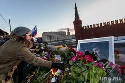 Марш Немцова. Москва, плакаты, немцов мост, цветы, траур, кремлевская стена, мемориал