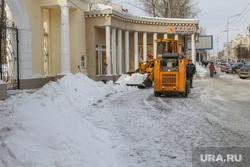 Очистка от снега центральных улиц города перед Советом безопасности. Курган., уборка снега