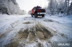 Дорога на поселок Серебрянка под Нижним Тагилом, пожарная машина, снежная каша, бездорожье