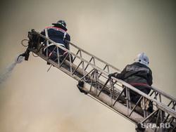 Пожар на Уралмаше. Екатеринбург, пожар, пожарные, пожарная лестница