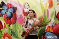 Торжественное мероприятие по случаю празднования 8-го Марта. Курган, цветы