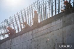 Строительство Дома Новой Культуры. Первоуральск, строители, арматура