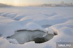 Расчищенная ледяная площадка у Динамо. Екатеринбург, снег, холод, зима, лед, екатеринбург, городской пруд, прогалина
