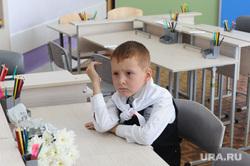 1 сентября линейка в школе 107 Челябинск, школа, первоклассник