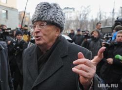 Вручение Ё-мобиля В.В.Жириновскому. Москва, жириновский владимир, указательный палец