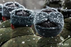 Первая официальная репетиция парада на улице Новосибирская 2-ая. Екатеринбург, зима, армия, солдаты, призыв, призывники, снегопад, военные
