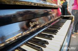 Раскрашенные пианино на Вайнера. Екатеринбург, фортепиано, урал, пианино, клавиши