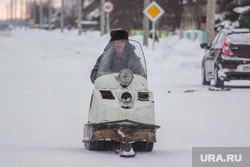 Село Нялинское. Ханты-Мансийский район., снегоход, буран