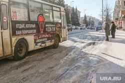 Проблемы уборки дорог от снега  в Кургане , колея, автобус, остановочный комплекс, наледь на дороге