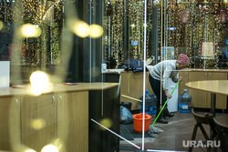 Предновогодняя Москва. Иллюминация. Москва, уборщица, кафе, иллюминация, новый год, вечерняя москва