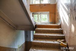 Заброшенная пятиэтажка по адресу: ул. 40 лет Октября, 6. Екатеринбург, заброшенный дом, лестничный пролет