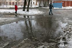 Оттепель,лужи, грязь. Курган, лужа, мокрый снег, оттепель