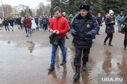 Несанкционированный митинг против коррупции собрал около трех тысяч человек. Челябинск, задержанный, митинг, полиция