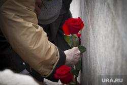 Возложение цветов к Ельцину. Екатеринбург, возложение цветов, розы