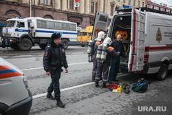Теракт в Санкт-Петербурге (перезалил). Санкт-Петербург, чрезвычайное происшествие, машины спецслужб, чп, мчс, пожарные, боевая одежда пожарного, боёвка