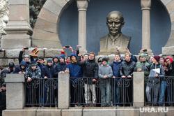 Несанкционированный митинг против коррупции собрал около трех тысяч человек. Челябинск, ленин владимир, алое поле ленин, митинг