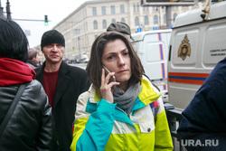 Теракт в Санкт-Петербурге (перезалил). Санкт-Петербург, девушка, чп, мчс, чрезвычайное происшествие, говорит по телефону, тревога