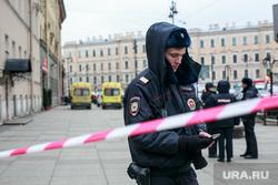 Теракт в Санкт-Петербурге (перезалил). Санкт-Петербург, мчс, полицейские, чрезвычайное происшествие, чп, пожарные, боевая одежда пожарного, боёвка, оцепление