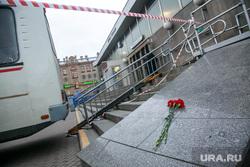 Теракт в Санкт-Петербурге (перезалил). Санкт-Петербург, оцепление, теракт, мемориал, цветы, метро, сенная площадь