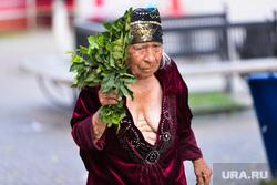 Сиськи Челябинск, бабушка, декольте, сиськи, жара, старуха, букет, бабка
