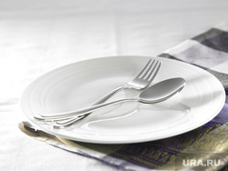 Морг, увольнение, безработица, эмоции, вилка, столовые приборы, голодовка, ложка, пустая тарелка