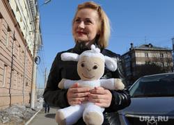 Евгения Чудновец на суде по «делу Сандакова». Челябинск, мягкая игрушка, чудновец евгения, овечка бяша