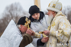 Крещенские купания. Тюмень, целование креста, митрополит димитрий