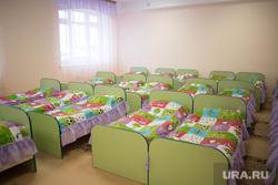 Рабочая поездка губернатора СО в Туринск, спальная, кровати, детский сад