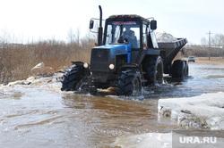 Паводок. Челябинская область, трактор, потоп, паводок, наводнение