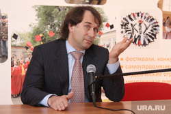 Встреча Сергея Лисовского со студентами КГУ. Курган, лисовский сергей, жест рукой