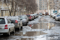 Дороги города весной. Сургут, лужи, весна, ямы в асфальте, разбитые дороги, республики 72