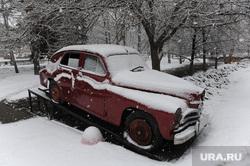 Снегопад в конце марта. Челябинск, снегопад, автомобиль победа