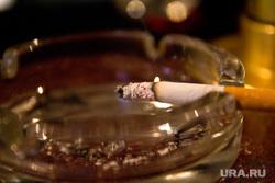 Бар. Нижневартовск, курение, сигарета, пепельница
