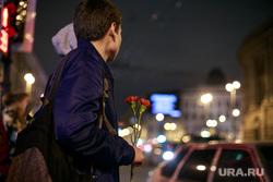 Теракт в Санкт-Петербурге (перезалил). Санкт-Петербург, мемориал, цветы, свечи, теракт