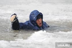Спасение на водах зима. Утопающий. Полынья. Прорубь. Лед. Челябинск., полынья, прорубь, лед, спасатель, утопающий