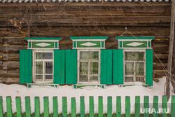 Деревня Шапша. Строительство храма. Ханты-Мансийский район., деревянный дом, деревня, ставни, окна