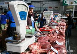 Проверка санкционных продуктов на Шарташском рынке. Екатеринбург, торговля, весы, мясо, рынок