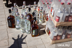Акция уничтожения паленого алкоголя. контрафакт. Екатеринбург, алкоголизм, водка, пьянство, алкоголь, контрафакт