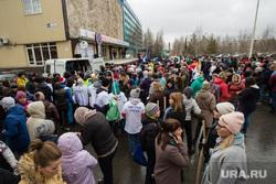 Общегородской субботник на ул. Островского и около ИКЦ Старый Сургут, субботник, давка, раздача граблей