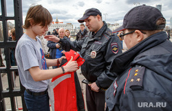 Митинг-акция #Надоел от «Открытой России». Екатеринбург, полиция, проверка на входе, обыск, полицейский досмотр