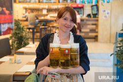 Пивные места в Екатеринбурге, официант, пиво