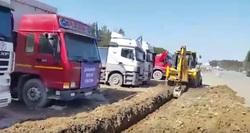 «Чтобы не пошли на Москву»: как лагерь дальнобойщиков на ЕКАДе отрезали от трассы