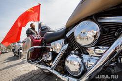 Акция байкеров   Ночные волки к 70летию победы в ВОВ. Екатеринбург, знамя, байкер, мотоцикл, флаг