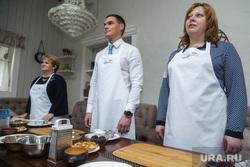 Министры готовят уральскую кухню в ресторане. Екатеринбург