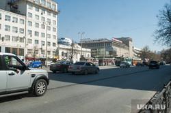Разбитая дорога на перекрестке улиц Карла Либкнехта - Ленина, улица ленина, колея