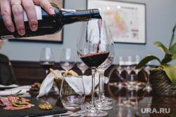 Дегустация портвейна в Code de Vino. Екатеринбург, вино, винотека, бокал, дегустация