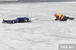 Спасение на водах зима. Утопающий. Полынья. Прорубь. Лед. Челябинск., лед, спасатель, утопающий